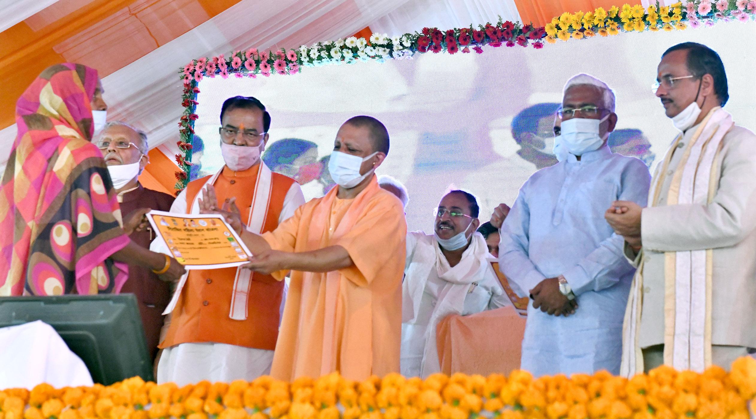Photo of मुख्यमंत्री योगी आदित्यनाथ ने प्रदेश सरकार के कार्यकाल के चार वर्ष पूर्ण होने पर विकास प्रदर्शनी का उद्घाटन कर जनसभा को किया संबोधित