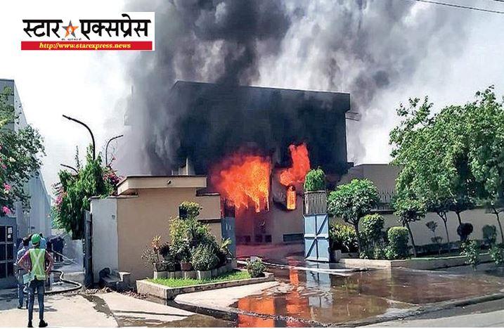 Photo of गाजियाबाद के केमिकल फैक्ट्री में लगी भयानक आग, दमकल की 10 गाड़ियां पहुंची मौके पर