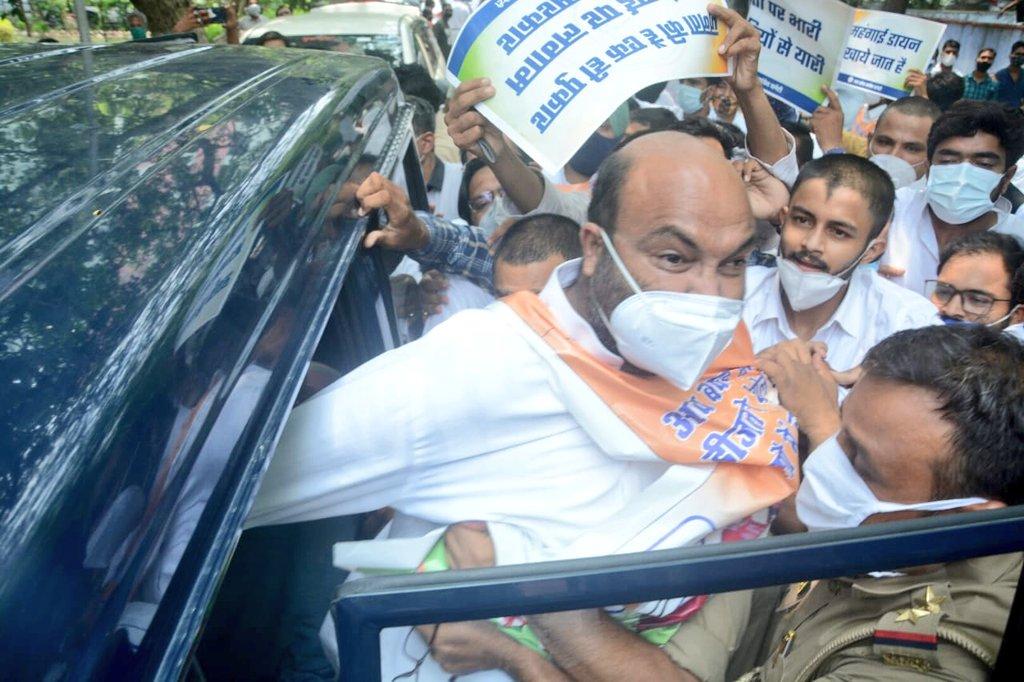 Photo of यूपी कांग्रेस अध्यक्ष अजय लल्लू अरेस्ट, विधानसभा का करने जा रहे थे घेराव