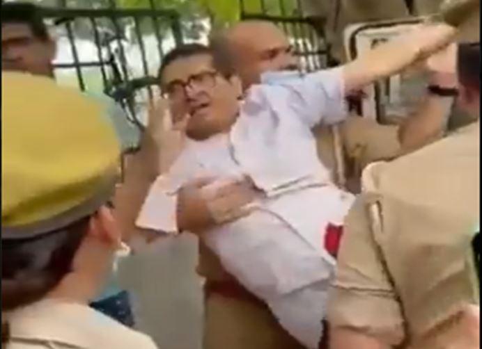 Photo of UP विधानसभा चुनाव 2022 : अमिताभ ठाकुर के गिरफ्तार होने के बाद अखिलेश यादव का भाजपा सरकार पर बड़ा हमला