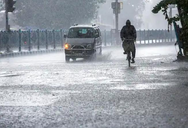 Photo of मौसम अपडेट : यूपी के जानिये किन जिलो में है भारी बारिश के आसार