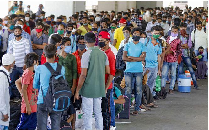 Photo of जुलाई में आर्थिक सुधार के बावजूद 32 लाख सैलरीड लोगों की चली गई नौकरी