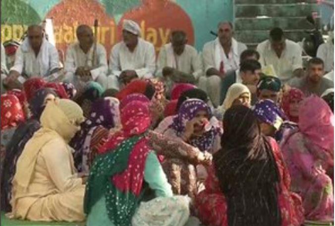 Photo of किसानों पर लाठीचार्ज कराने वाले IAS पर कार्रवाई की मांग