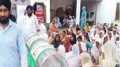 Photo of लखीमपुर खीरी हिंसा : राकेश टिकैत के समझाने पर परिजनों ने शवों का किया अंतिम संस्कार