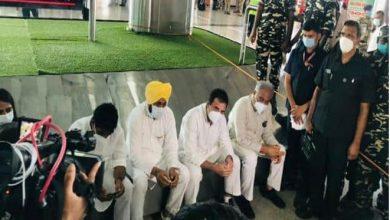 Photo of लखीमपुर खीरी हिंसा : एयरपोर्ट पर रोके गए राहुल गांधी समेत सीएम चन्नी और बघेल